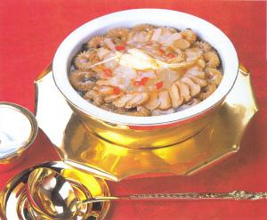 Cuernos tiernos de cerdo estofados. Una especialidad de Manchuria.