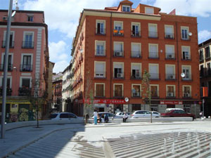 Aspecto de la conflictiva plaza Luna de Madrid después de la remodelación. (foto)