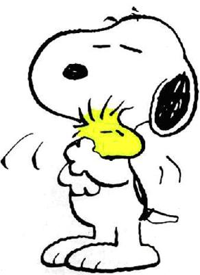 Snoopy está abrazando con otro.