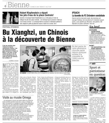 Artículo publicado en el Journal du Jura donde aparece una foto de Bu Xiangchi charlando en el museo Omega con quien califican de su traductor, osea yo, según ellos, claro :-)