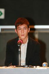 Edison en la conferencia de prensa