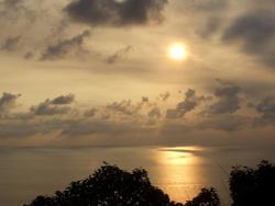 La puesta del sol en la cima de Guanshan