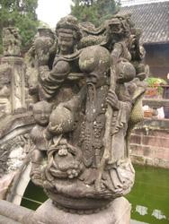 Otra escultura de piedra