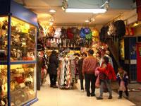 Gorros, sobreros, de todo se puede comprar en los mercados nocturnos de Taiwán